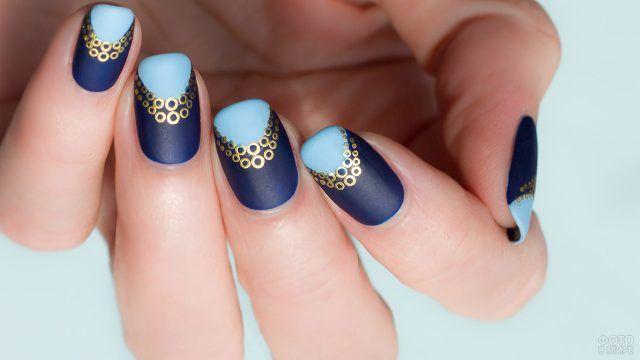 Индиго и голубой френч-маникюр с росписью золотом