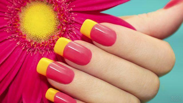Летний жёлто-розовый френч на накладных прямоугольных ногтях
