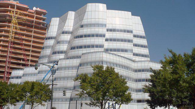 Белоснежный фасад офисного здания от Френка Гери