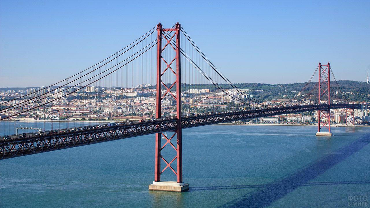Подвесной Мост имени 25 апреля в Португалии