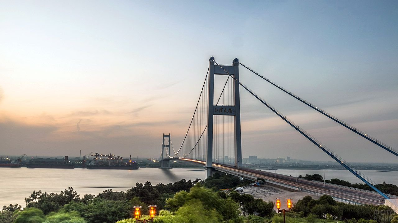 Висячий мост Цзянъинь через реку Янцзы