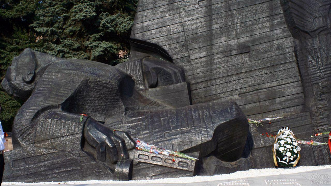 Фрагмент воронежского мемориала Славы