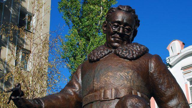 Фрагмент воронежского памятника Маршаку