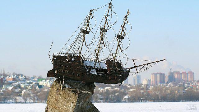 Корабль Меркурий на зимнем воронежском водохранилище