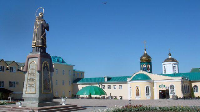 Памятник и храм Тихона Задонского в Воронежской области