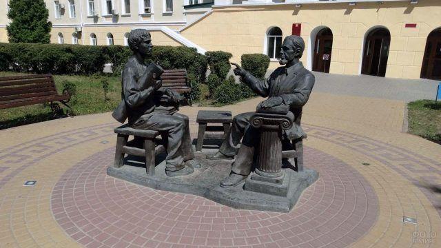 Памятник Профессору и студенту в Воронеже
