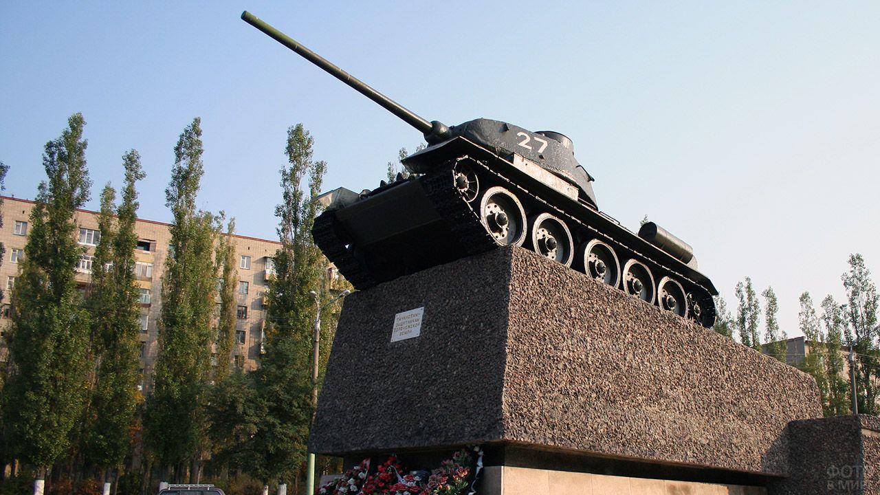 Памятник Т-34 танкистам – защитникам Воронежа