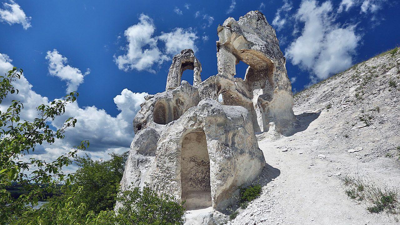 Памятник в музее-заповеднике Дивногорье в Воронежской области