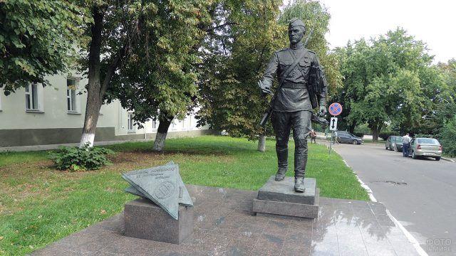 Памятник военному почтальону в Воронеже