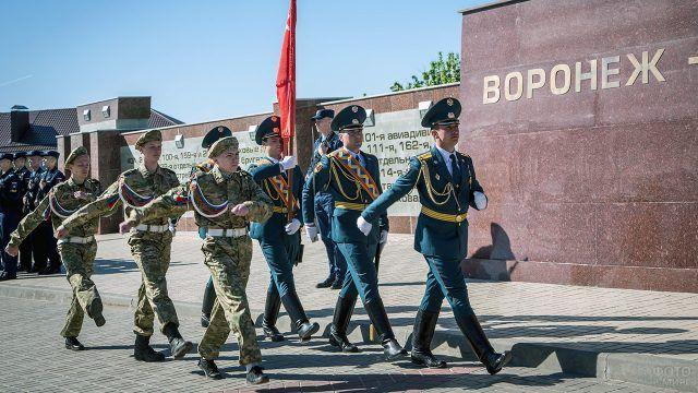 Почётный караул у мемориала Чижовский плацдарм
