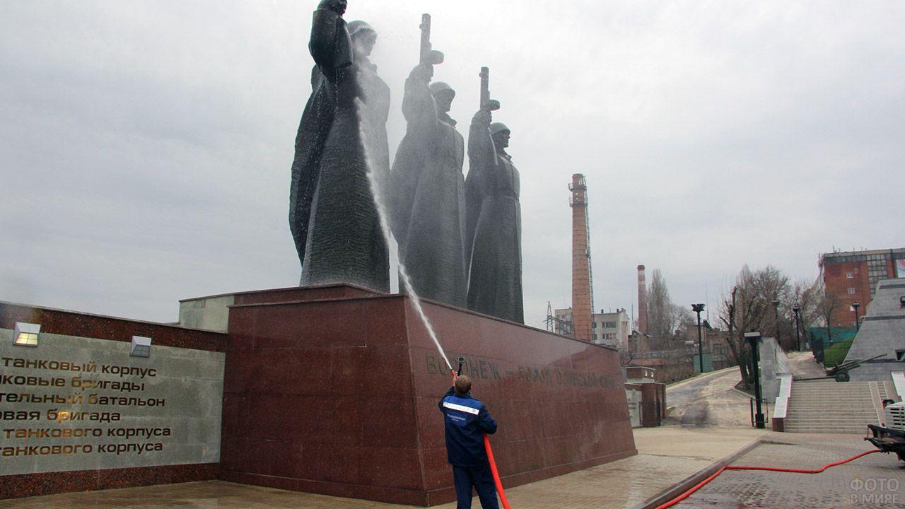 Подготовка воронежского мемориала на Чижовском плацдарме к празднованию Дня Победы