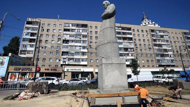 Укрепление фундамента памятника поэту Кольцову в Воронеже