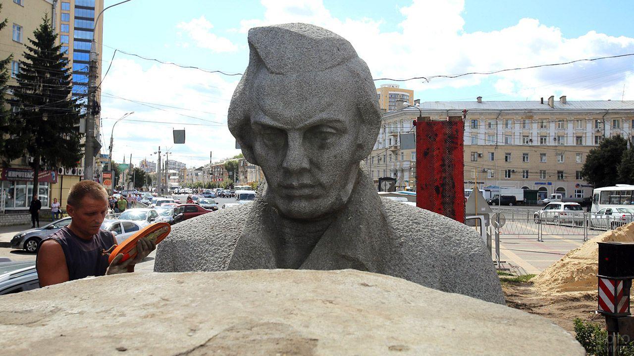 Установка памятника поэту Кольцову в Воронеже
