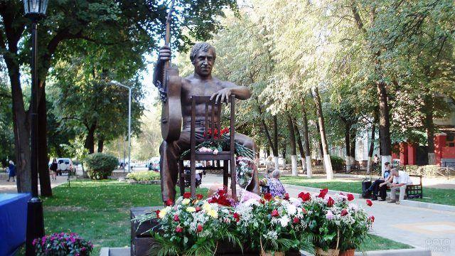 Воронежский памятник Высоцкому в день открытия