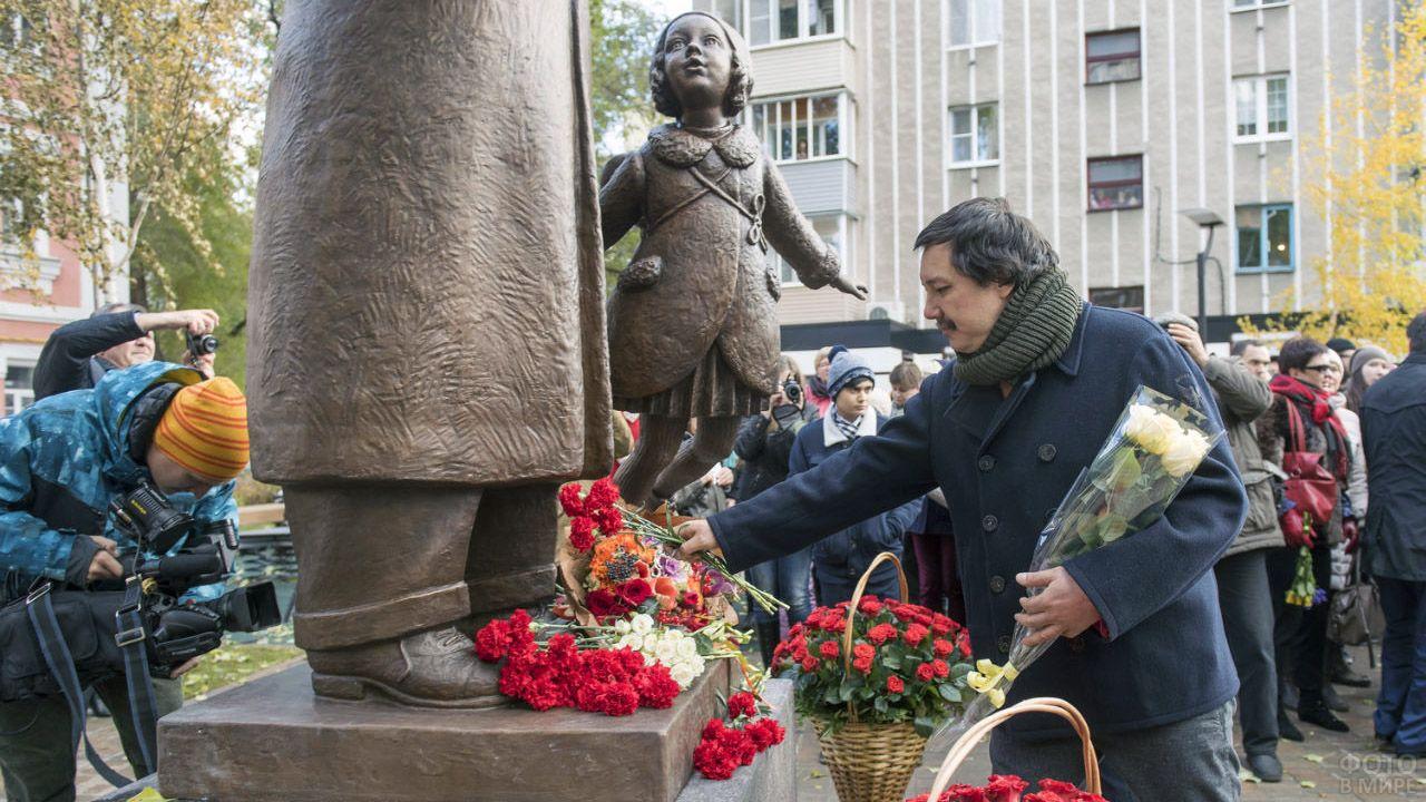 Возложение цветов к памятнику Маршаку в Воронеже