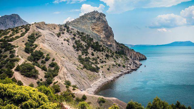 На склоне горы Коба-Кая в Крыму