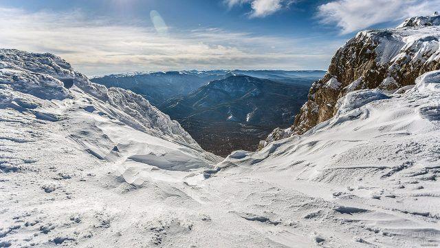 Пейзаж Крыма со снежной вершины Чатыр-Даг