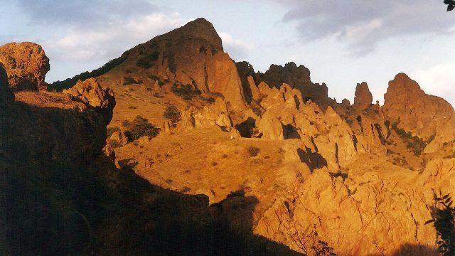 Терракотовый склон Крымской горы