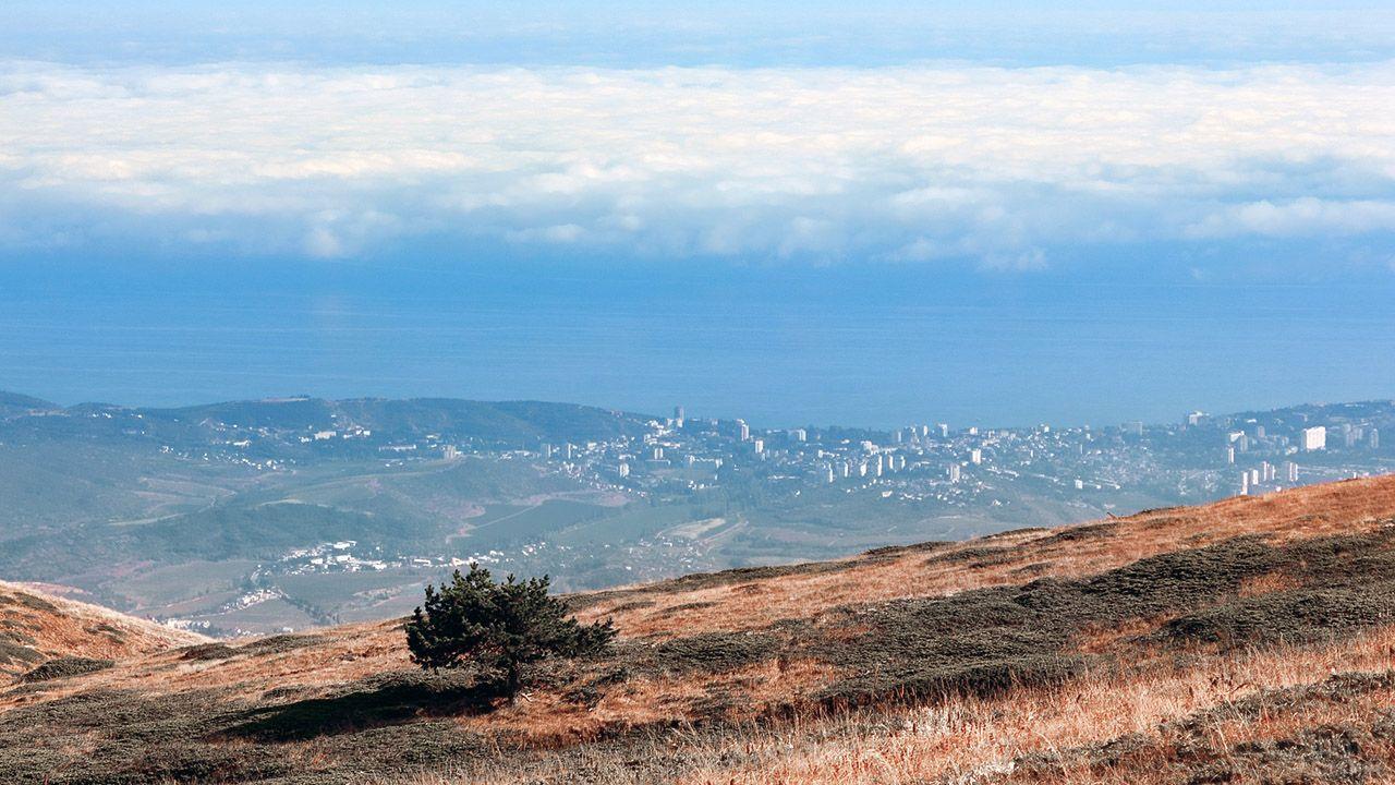 Вид на Алушту с вершины Чатыр-Даг
