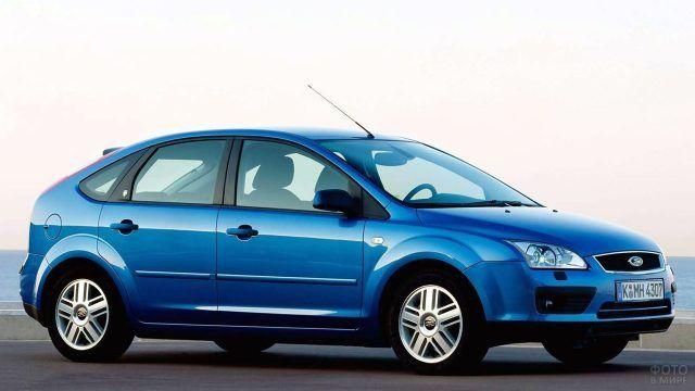 Синий Форд Фокус второго поколения