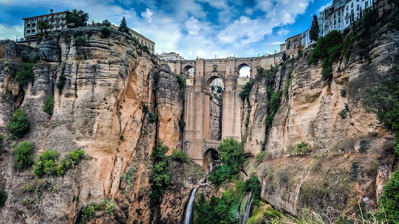 Арочный мост Пуэнте-Нуэво в Испании
