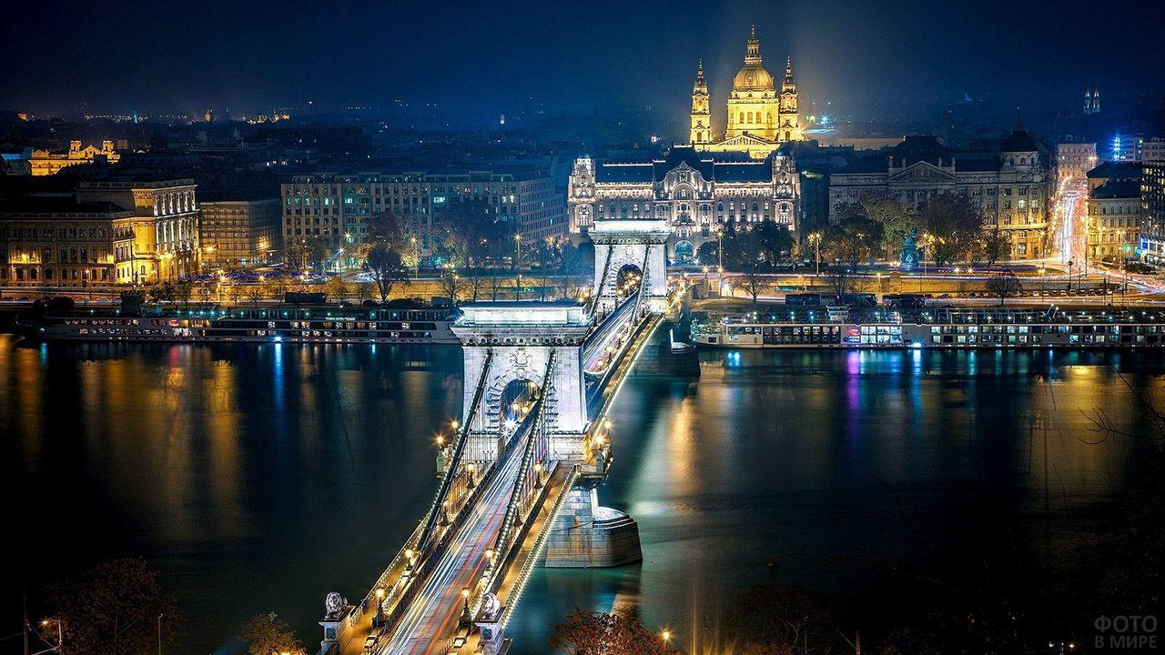 Цепной мост Сечени в ночном Будапеште