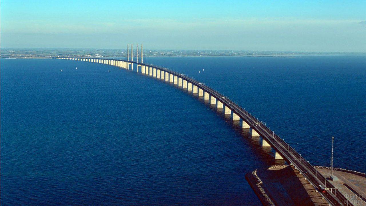 Эресуннский мост между Швецией и Данией с выстоы птичьего полёта