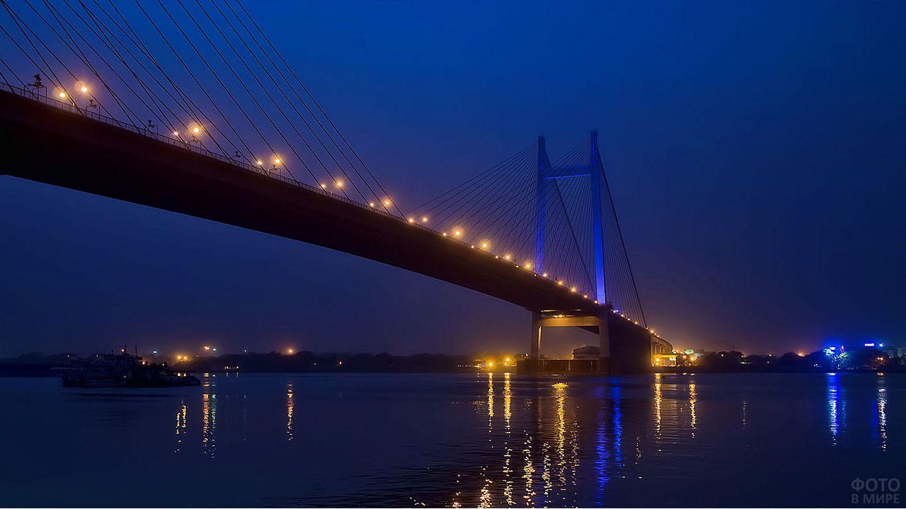 Мост Ведисагар Сету в ночной Калькутте