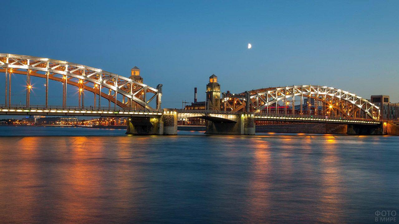 Огни на Ладожском мосту в ночном Петербурге