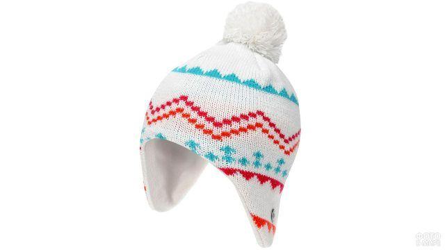 Белая алтайская шапочка с разноцветным орнаментом и помпоном