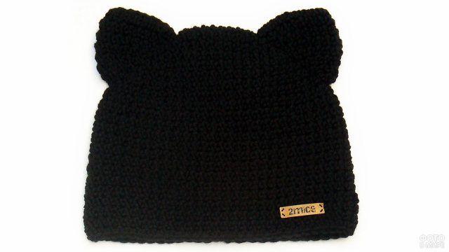 Чёрная шапка с кошачьими ушками
