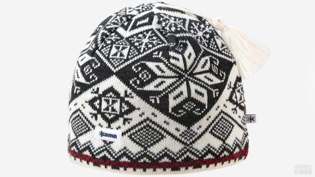 Чёрно-белая шапка с зимним орнаментом и кисточкой