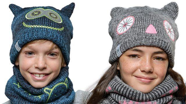Дети в смешных вязаных шапках с мультяшными мордочками и ушками