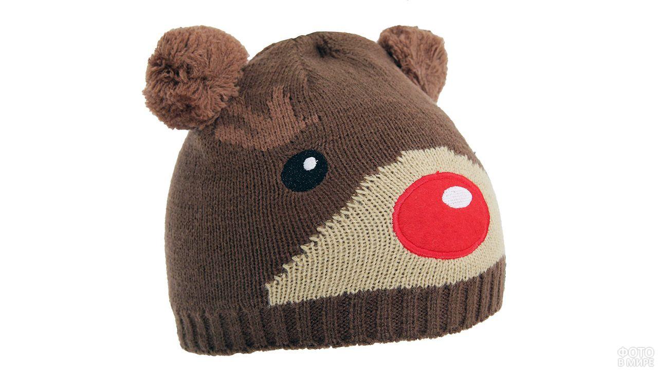 Детская шапочка с мордочкой медведя и ушами-помпонами