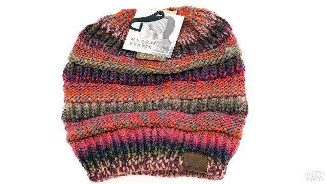 Пёстрая шапочка в полоску из меланжированных разноцветных ниток