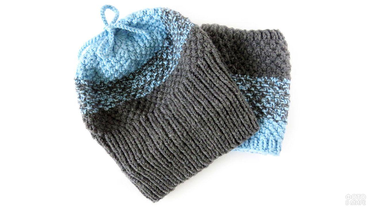 Серо-голубая шапочка домашней вязки