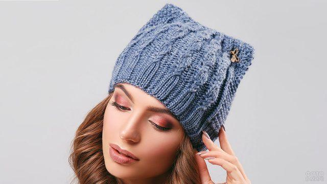 Женская шапка с кошачьими ушками