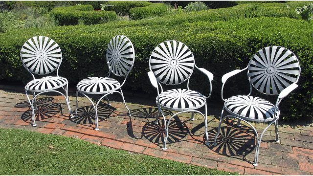 Французские металлические стулья для сада