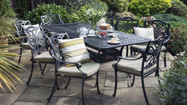Кованый столовый гарнитур для сада
