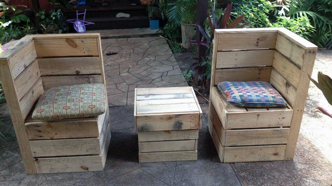 Модный паллетный дизайн садовой мебели