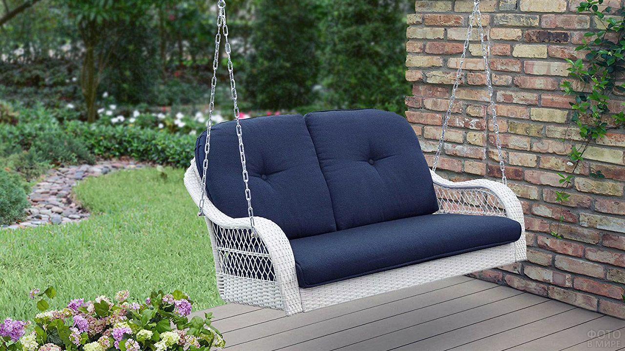 Подвесной диван для террасы
