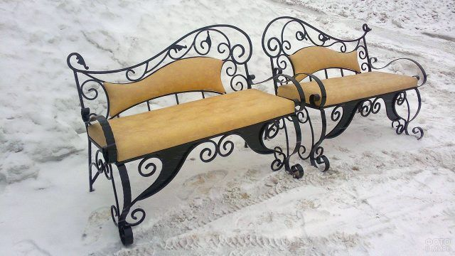 Скамейки в стиле модерн в зимнем саду