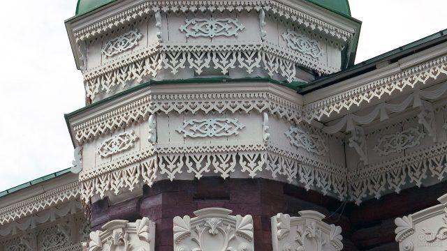 Деревянное кружево на фасаде Сибирского памятника архитектуры