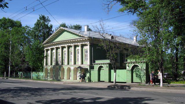 Дом с колоннами в Вологде