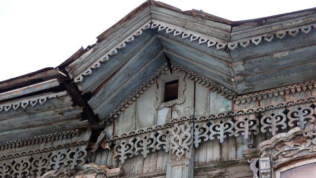 Нарядная резьба старинного сибирского дома