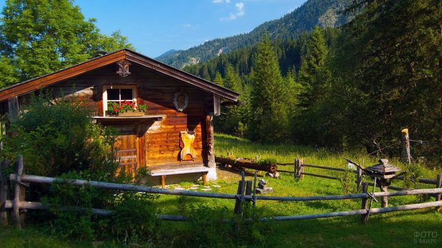 Охотничий домик в горах