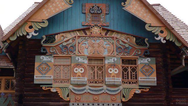 Резной фасад в сказочном стиле