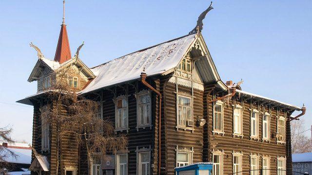 Сибирский двухэтажный дом середины 19 века