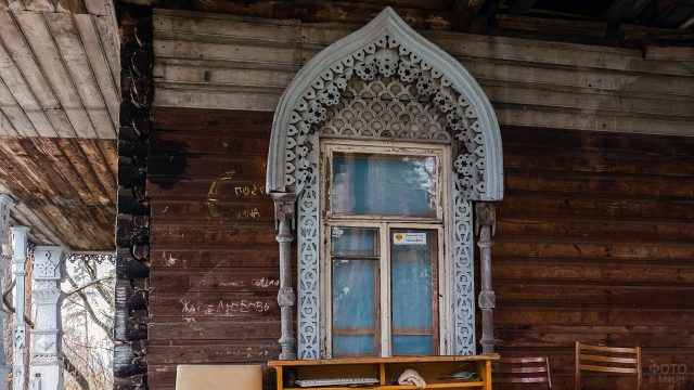 Средневековый резной наличник в Перми