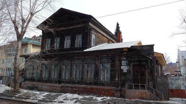 Старый купеческий дом с флигелем